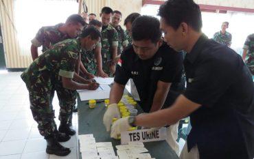 Prajurit TNI kodim 0817/Gresik dan Jajaranya Lakukan Tes Urin oleh BNN kab. Gresik
